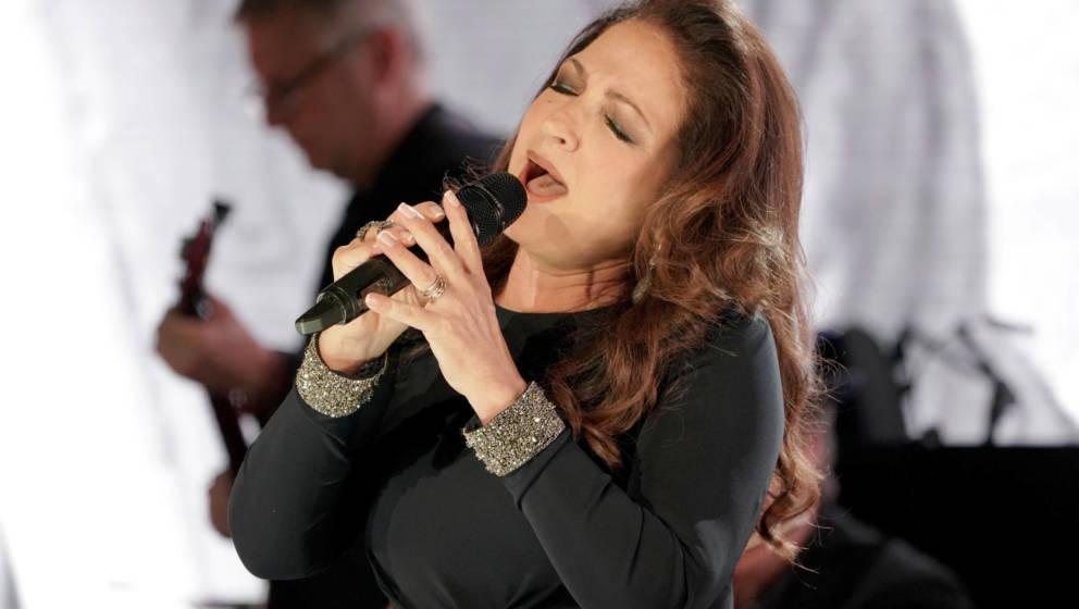 Tragische Neuigkeiten von Gloria Estefan: Die Sängerin hat erzählt, dass sie als Kind missbraucht wurde.