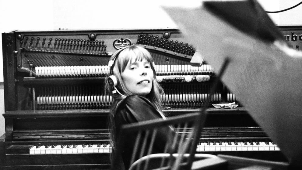 """Joni Mitchell bei den Aufnahmen für ihr erstes Album """"Song to a Seagull"""" 1967 in Los Angeles"""