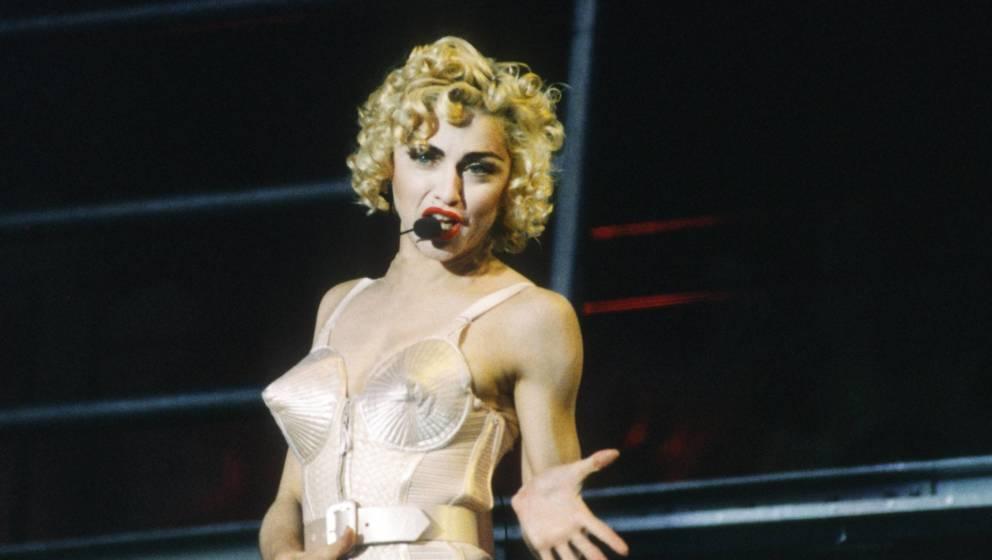 """Madonna während ihrer """"Blonde Ambition""""-Tour"""