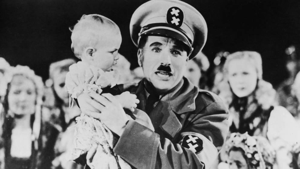 "Charlie Chaplin als Diktator Hynkel in ""Der große Diktator"""