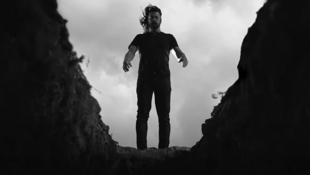"""Dave Grohl im dunklen Albtraum-Video zu """"Shame Shame"""" von den Foo Fighters"""