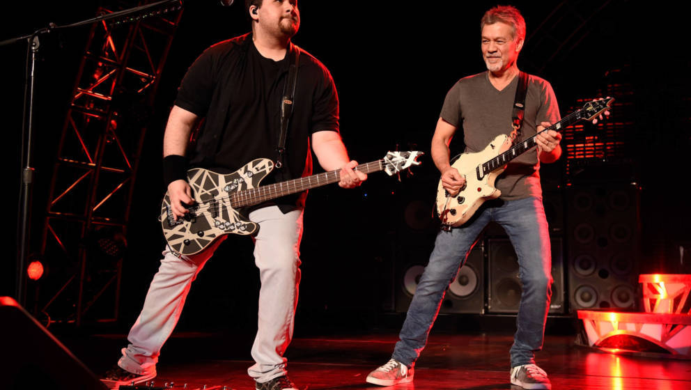 Wolfgang Van Halen 2015 zusammen mit seinem Vater Eddie Van Halen.