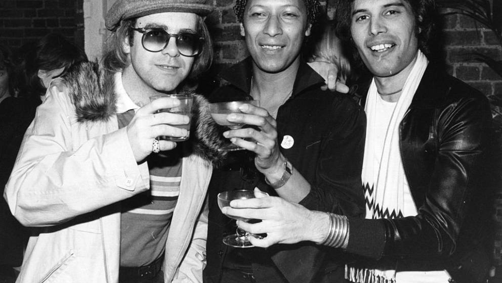 31st October 1977:  Singer songwriter Elton John (Reginald Dwight) with star of musicals Peter Straker, and Freddie Mercury (