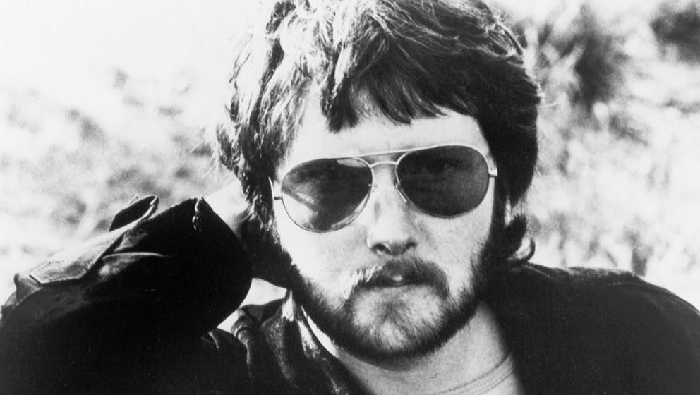 CIRCA 1977: Scottish singer and songwriter Gerry Rafferty poses for a portrait in circa 1977. (Photo by Michael Ochs Archives