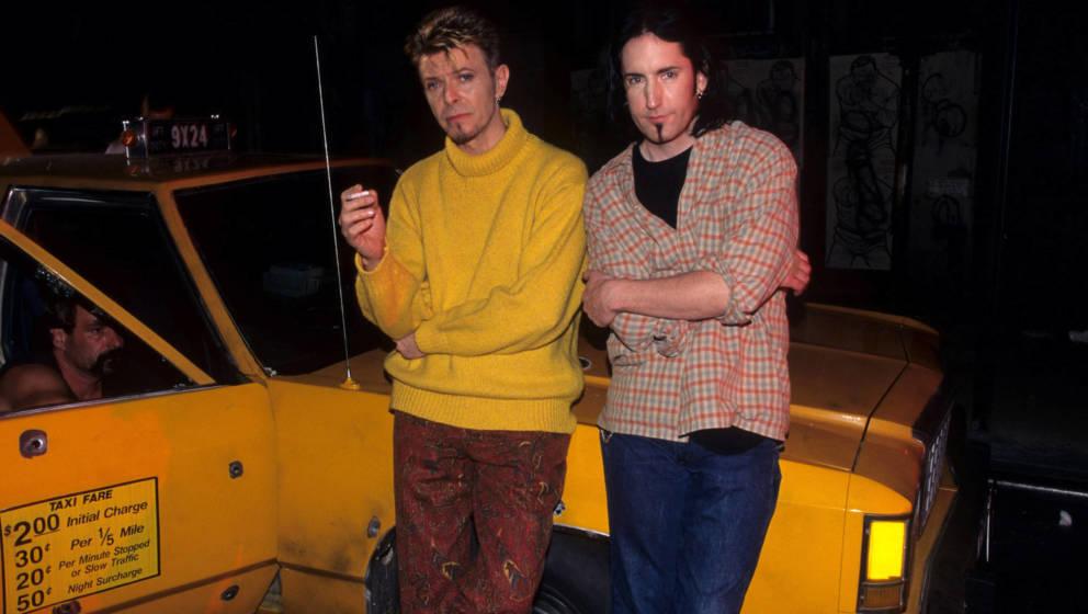 """David Bowie und Trent Reznor während David Bowies Videodreh für """"I'm Afraid of Americans"""" in New York City, USA."""
