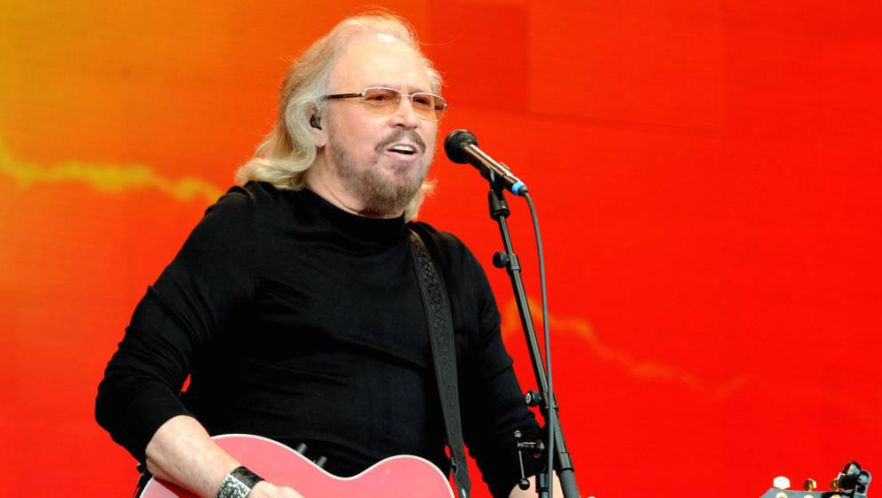 Barry Gibb lässt Coutry-Größen Bee-Gees-Hits singen