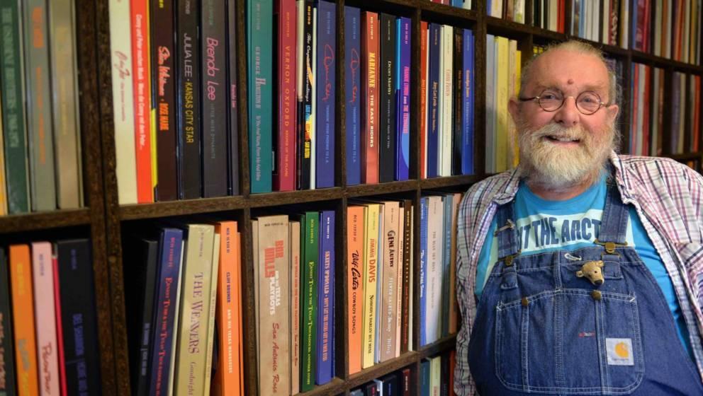 Richard Weize, Chef des Musiklabels Bear Family Records, steht am 28.08.2014 in seinem Archiv in Hambergen (Niedersachsen) an