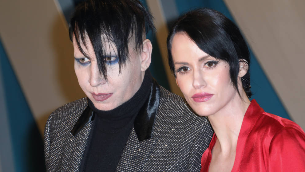 BEVERLY HILLS, CALIFORNIA - FEBRUARY 09: Marilyn Manson and Lindsay Usich attend the 2020 Vanity Fair Oscar Party at Wallis A