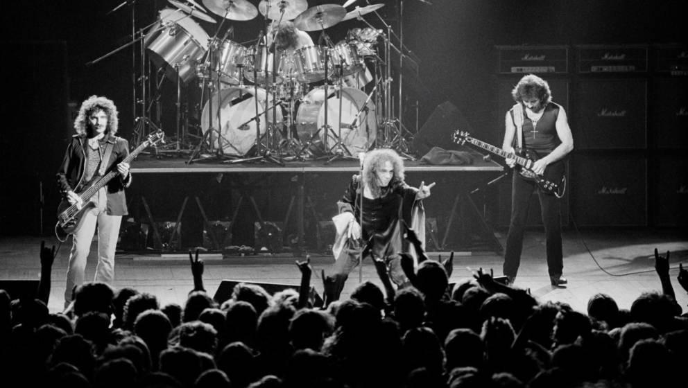 Von links nach rechts: Geezer Butler, Bill Ward, Ronnie James Dio (1942-2010) und Tony Iommi. Black Sabbath.