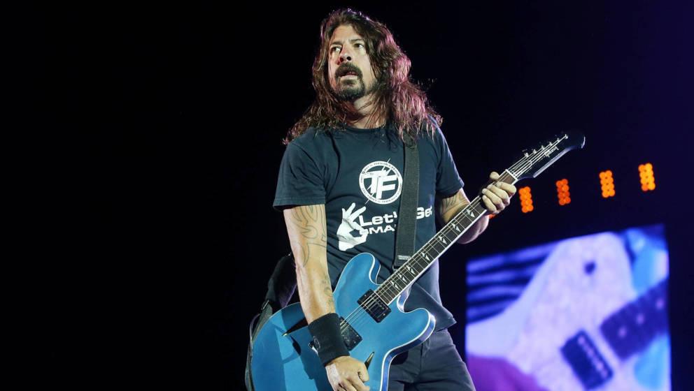 Dave Grohl von den Foo Fighters tritt im Suncorp Stadium am 24. Februar 2015 in Brisbane, Australien, auf.