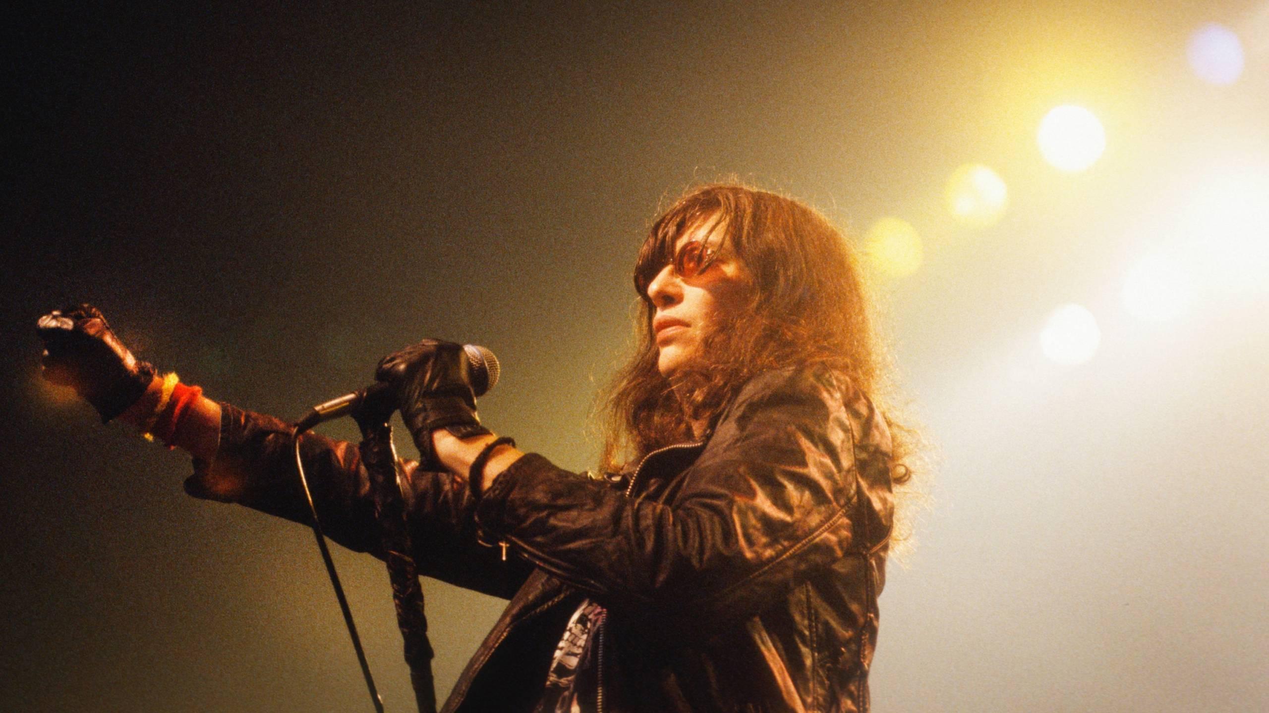 Ramones-Netflix-Biopic-I-Slept-With-Joey-Ramone-in-Planung