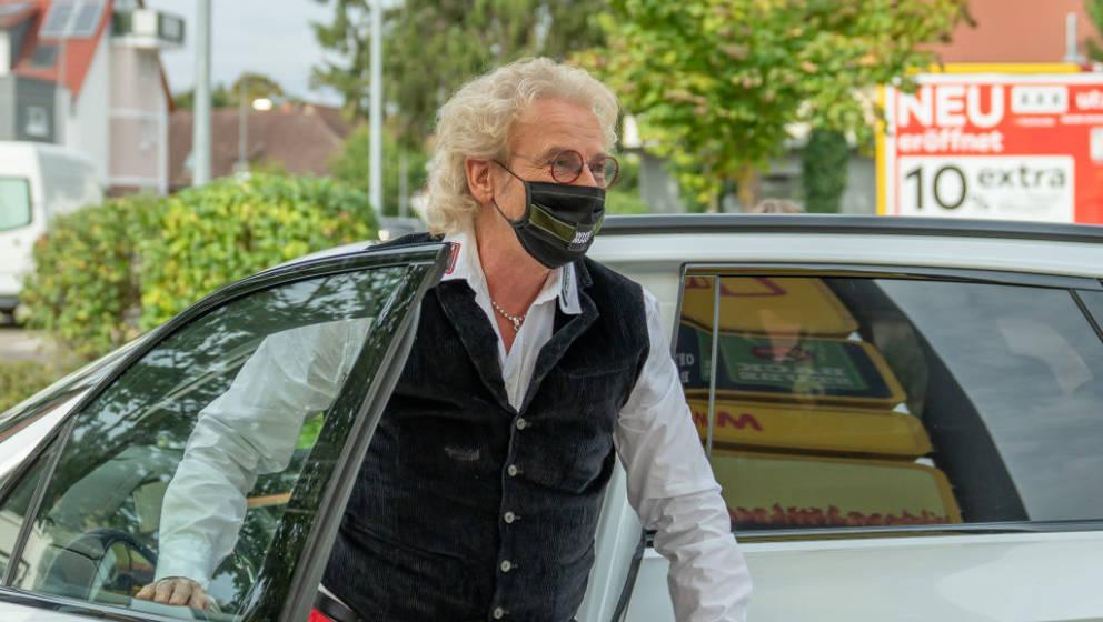 RASTATT, GERMANY - SEPTEMBER 24: Thomas Gottschalk arrives to support the charity campaign 'Deutschland rundet auf' at Netto