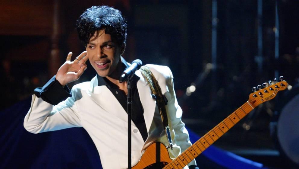 "Prince bei seinem ""Rock and Roll Hall of Fame""-Auftritt 2004"