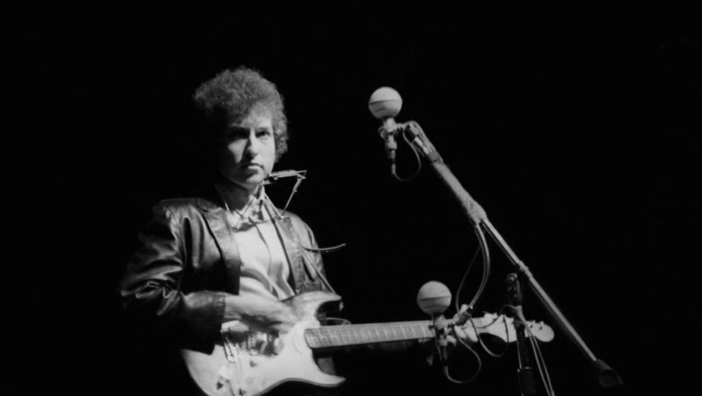 Bob Dylan mit seiner Fender Stratocaster am 25. Juli 1965 beim Newport Folk Festival