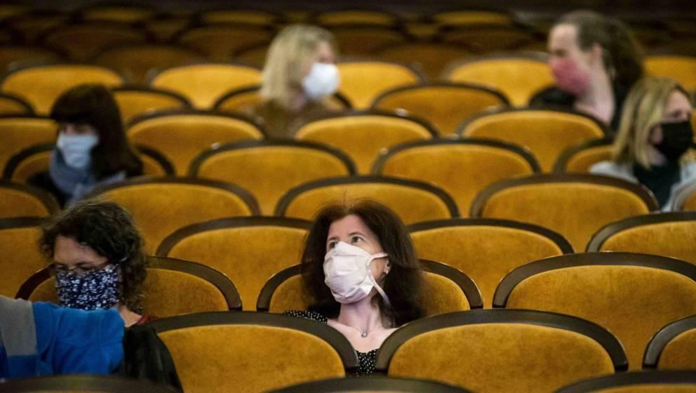 Nur mit Maske: Kinos in Corona-Zeiten