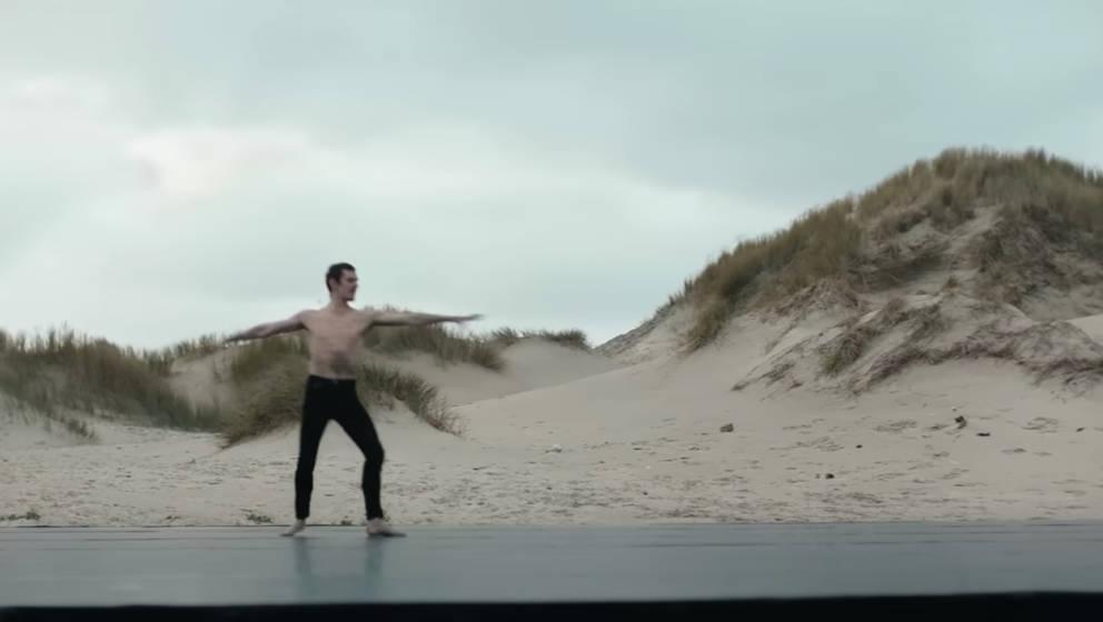"""Sergei Polunin tanzt zu Depeche Modes """"In Your Room"""""""