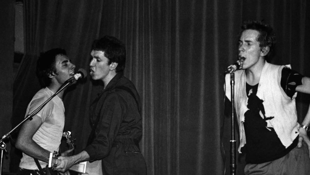 Die Sex Pistols bei ihrem Auftritt in Manchster am 04. Juni 1976