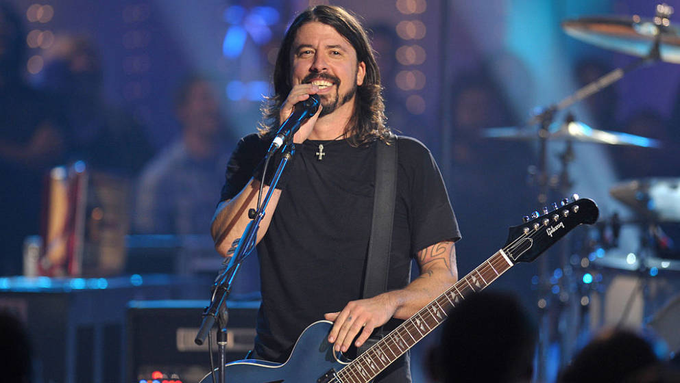 CULVER CITY, CA - OCTOBER 28:  Musician Dave Grohl of the Foo Fighters performs on VH1 Storytellers on October 28, 2009 in Cu