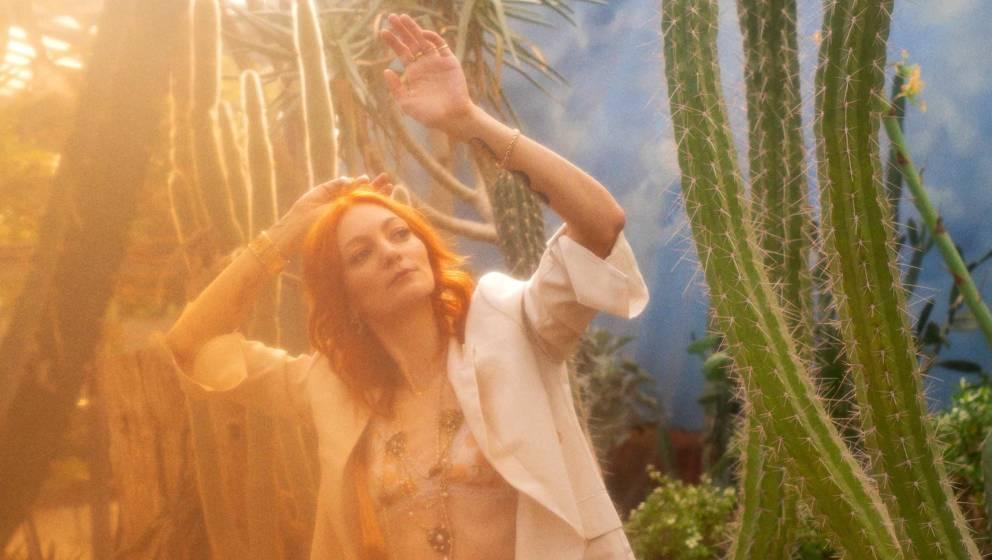 """Mit """"Zeit"""" veröffentlicht Alex Mayr das dritte Video zu ihrem kommenden Album """"Park""""."""