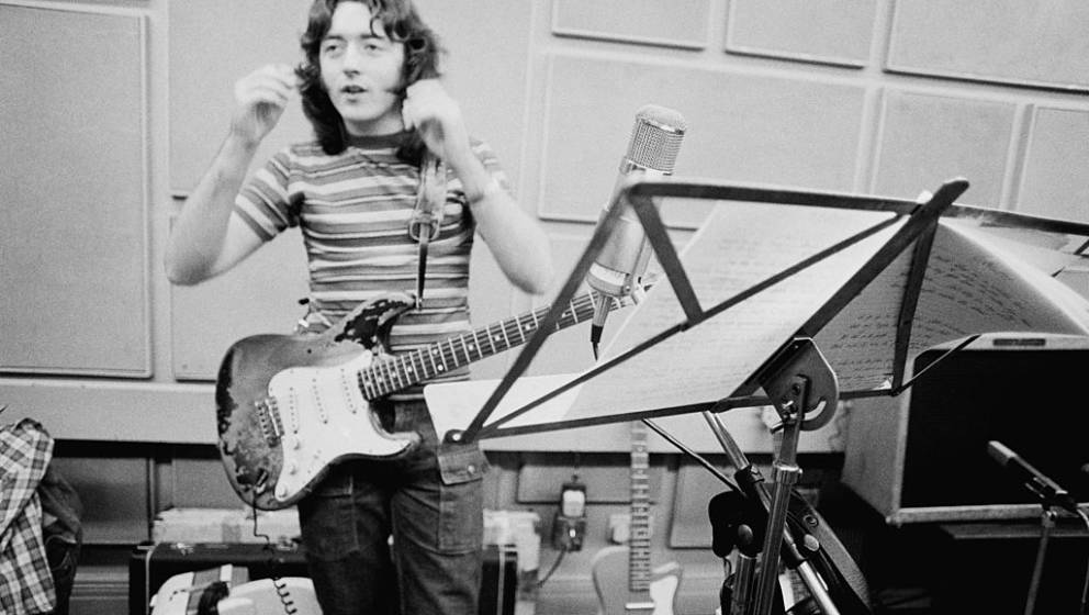 Irish singer and guitarist Rory Gallagher (1948 - 1995) in a studio, July 1973. (Photo by Michael Putland/Getty Images)