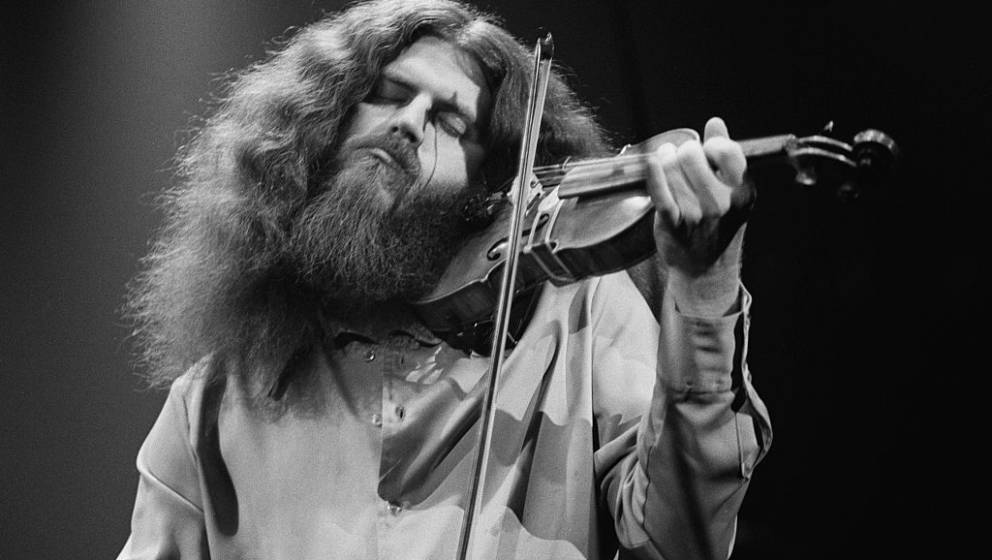 Violinist Robby Steinhardt performing with American rock group Kansas, 1977. (Photo by Michael Putland/Getty Images)