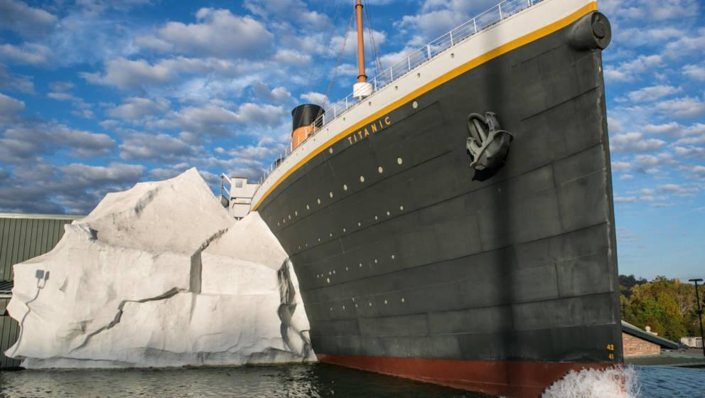Hauptattraktion des Titanic-Museums in Tennessee: Nachbildung von Titanic und Eisberg