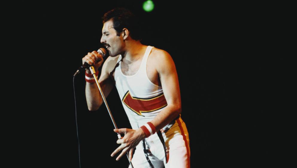 Freddie Mercury, Leadsänger von Queen, im Leeds Football Club, England am 29. Mai 1982. (Photo by Fox Photos/Hulton Archive/