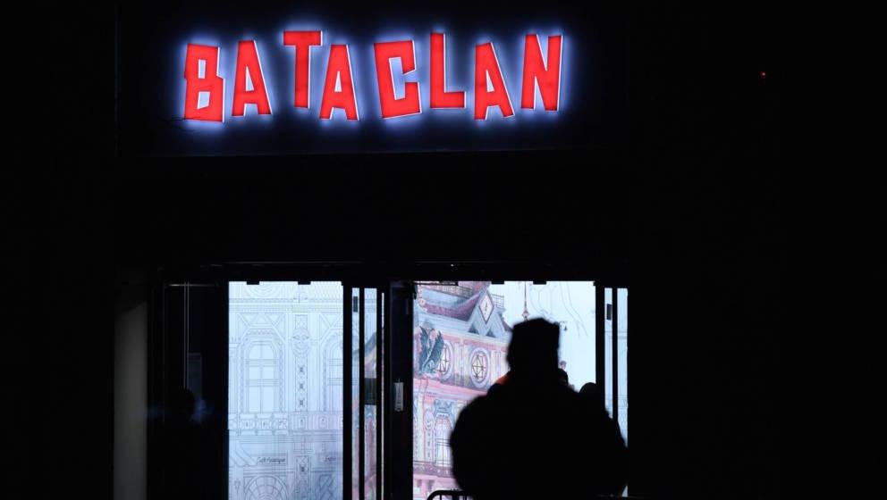 Polizist vor dem Bataclan