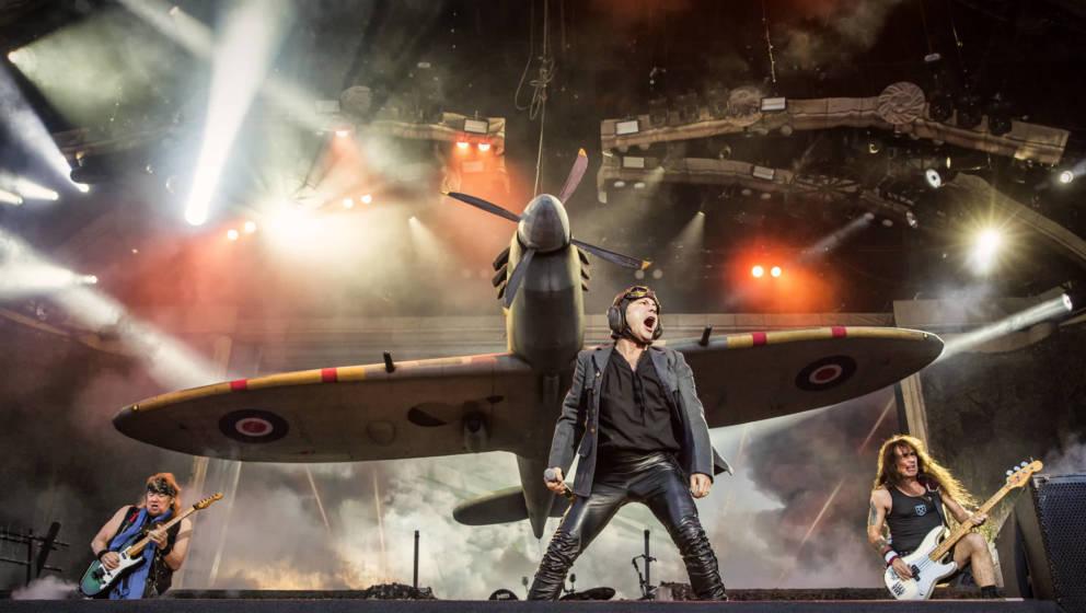"""Sänger Bruce Dickinson mit Iron Maiden live beim  schwedischen Musikfestival """"Sweden Rock Festival 2018"""". (Photo by: Gon"""