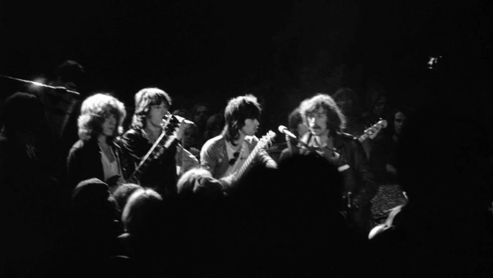 Die Rolling Stones mit Sam Cutler (re.) in Altamont, 1969