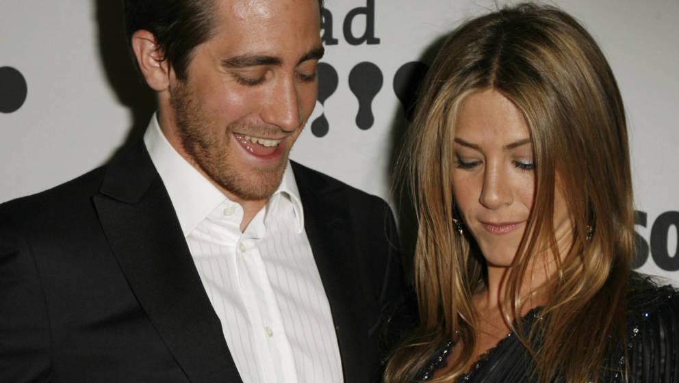 Jake Gyllenhaal und Jennifer Aniston während der 18. jährlichen GLAAD Media Awards Backstage im Kodak Theater in Los Angele