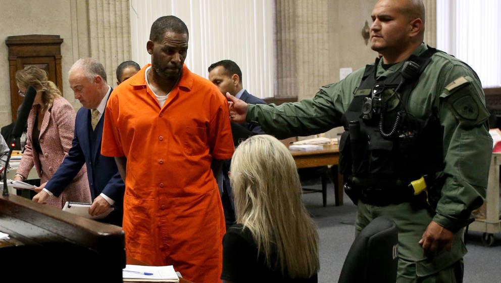R. Kelly während seinem Gerichtsprozess.   (Photo by Antonio Perez)